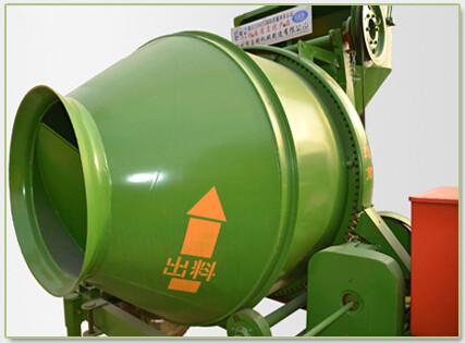 由电控系统中的时间继电器控制水泵运转时间来掌握搅拌每罐混凝土所需